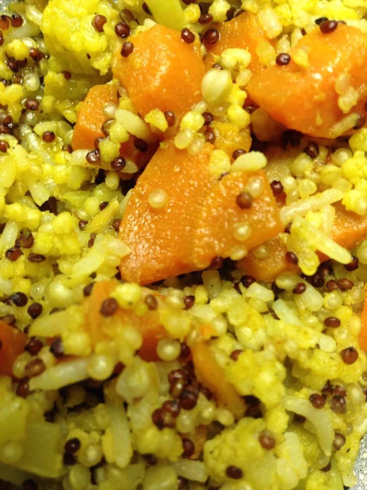 Quinoa, riso e grano saraceno con carote e broccoli